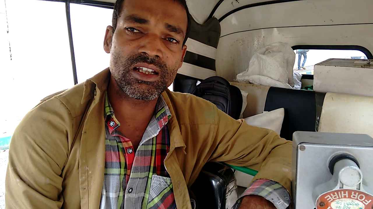 This Bangalore Auto Driver's Singing And Painting Will Bewilder You